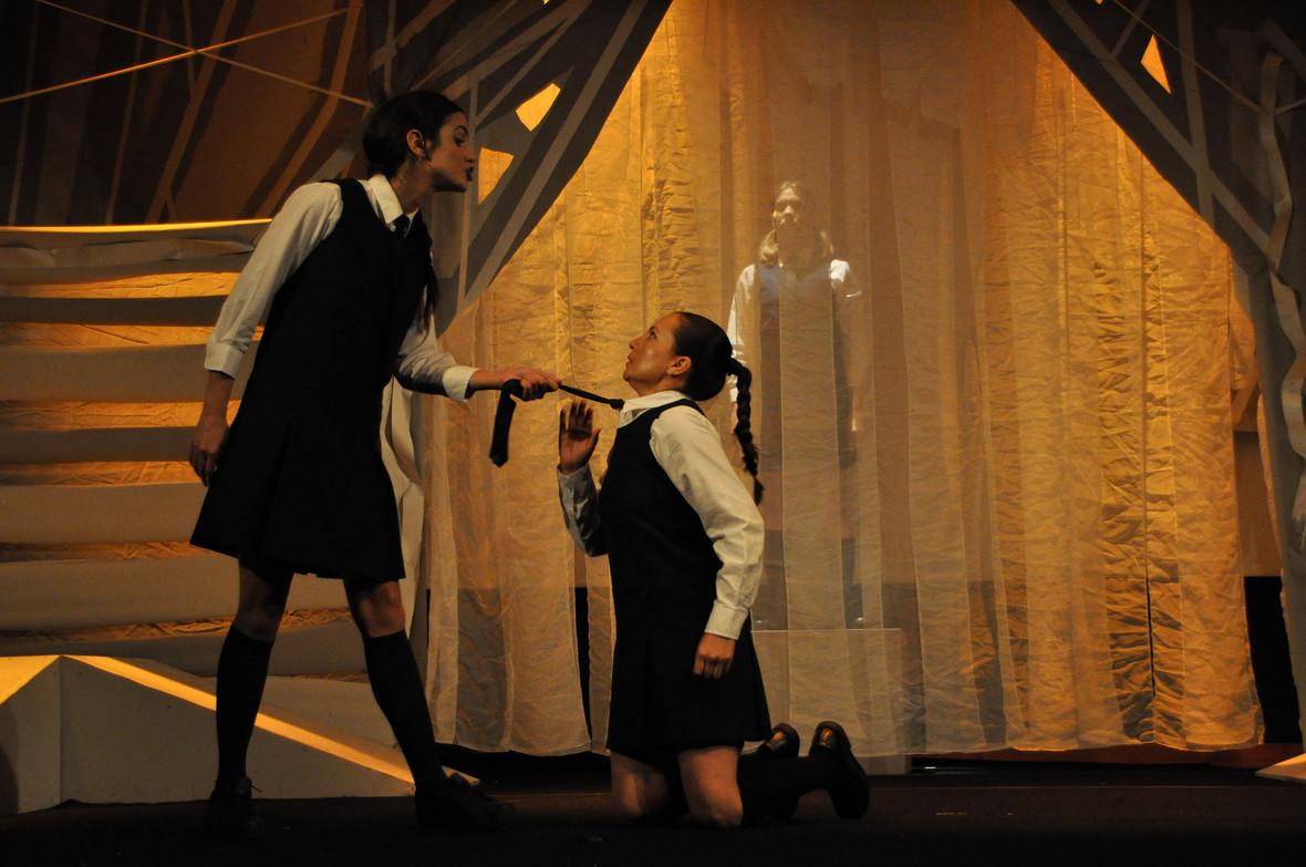 Caceria (The Crucible) - Teatro Prometeo - Play
