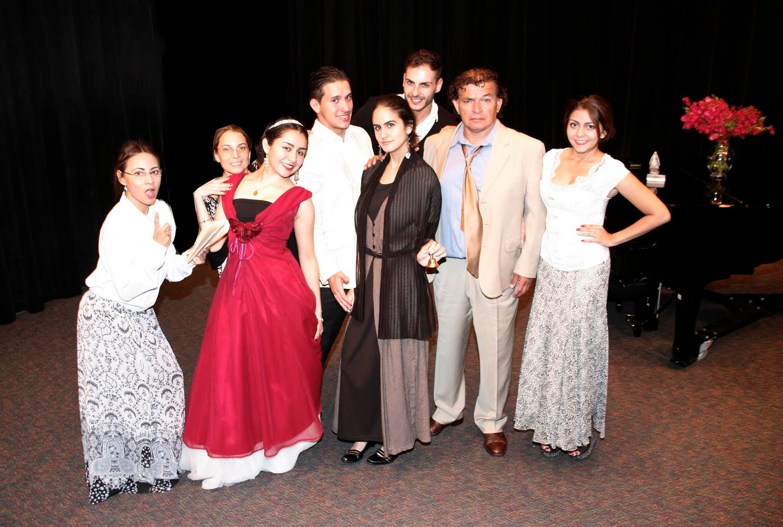 El Millonario y la Maleta - Teatro Prometeo - Play