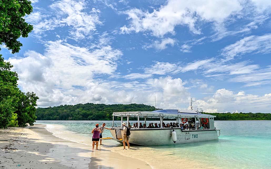 Coral Adventurer Explorer Boat