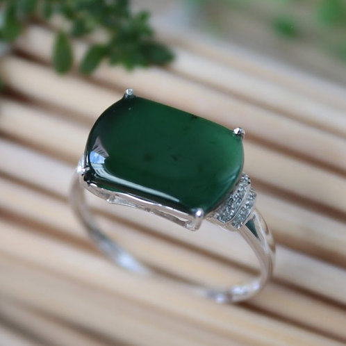Extremely High Quality, Translucent Imperial Green Jadeite Jade (Grade A)