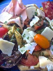 Salade transalpine. Penne fraîches, toma