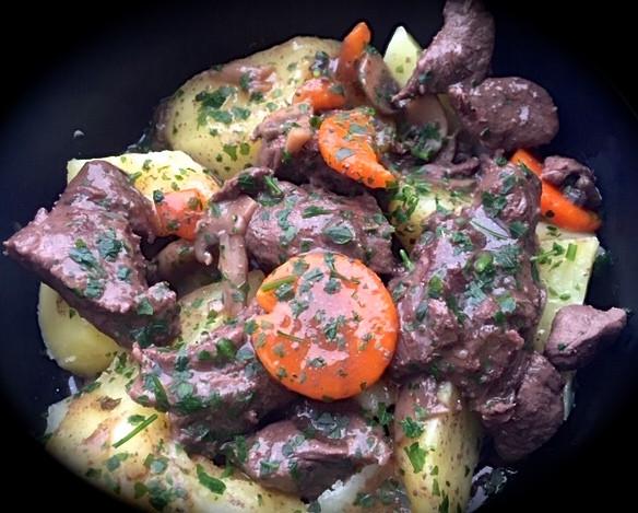 Goulache de Cerf , pommes de terre vapeu
