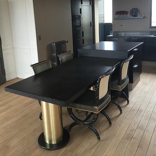 table laiton et pierre de lave