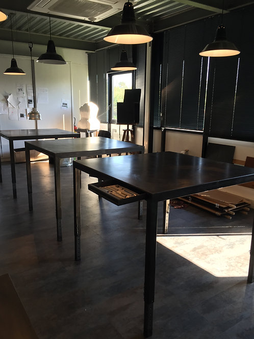 Table avec tiroir