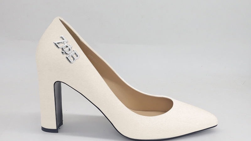 ΖΦΒ Cream Genuine Leather Block 4in heels with silver buckle