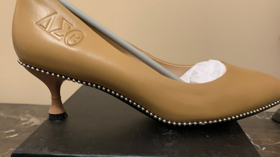 DST Genuine leather  2in heels  (Size 8)