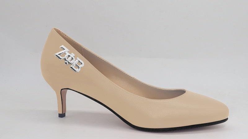 ΖΦΒ Light beige Genuine Leather Round Toe 2in Heels with silver buckle
