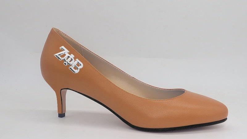 ΖΦΒ Cappuccino Genuine Leather Round Toe 2in Heels with silver buckle