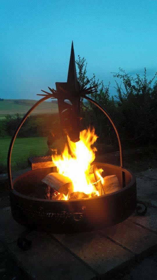 Firepit lit