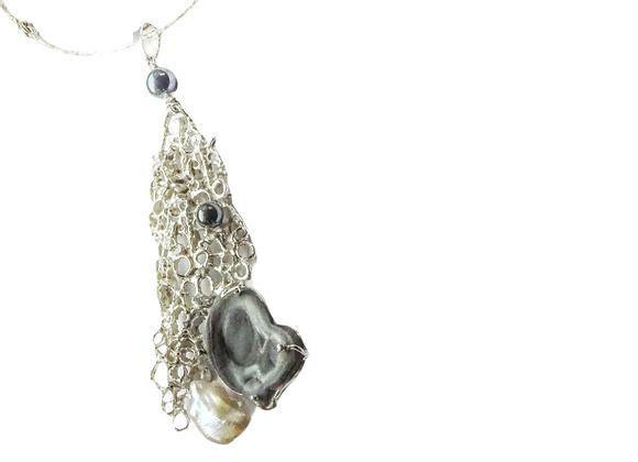 Collana in argento con calcedonio microcristallino, perla ed ematite