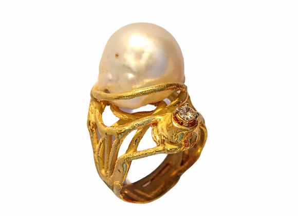 Anello in oro microfuso, perla e diamante