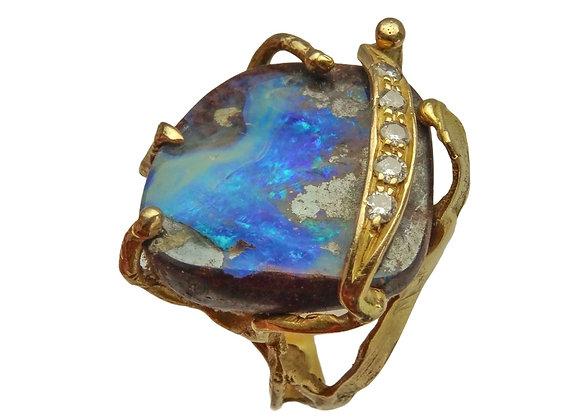 Anello in oro, opale e diamanti