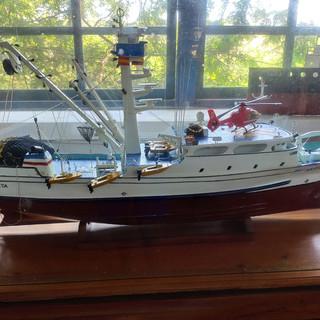 Barco de la Marina a Escala