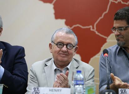 Renato Aragão e Henry Campos são homenageados na solenidade de abertura