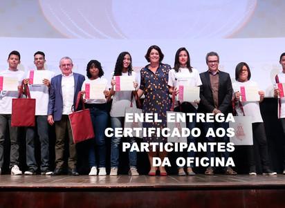 Enel entrega certificado aos participantes da oficina