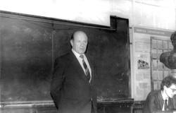 В.В. Вольский выступает перед студентами кафедры экономической и политической географии капстран