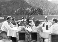 Витвер с друзьями на озере Рица 1951