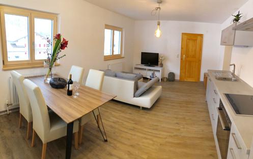 Apartment Silbertal Wohnbereich.jpg