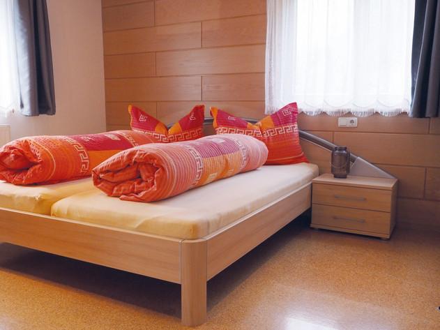 Schlafzimmer 1 Apartment Silbertal (Larg