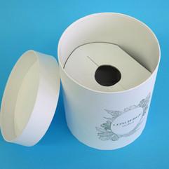 круглая коробка из переплетного картона