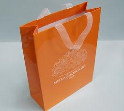 бумажный пакет с лого