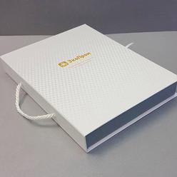 коробка из переплетного картона с ручкой