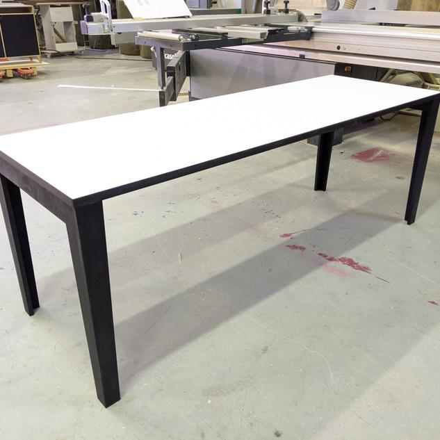 kirjoituspöytä.jpg