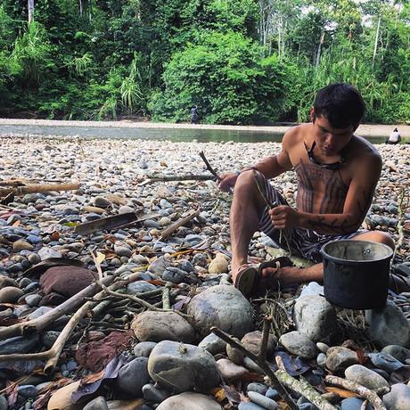 Preparing a traditional Harakbut picnic
