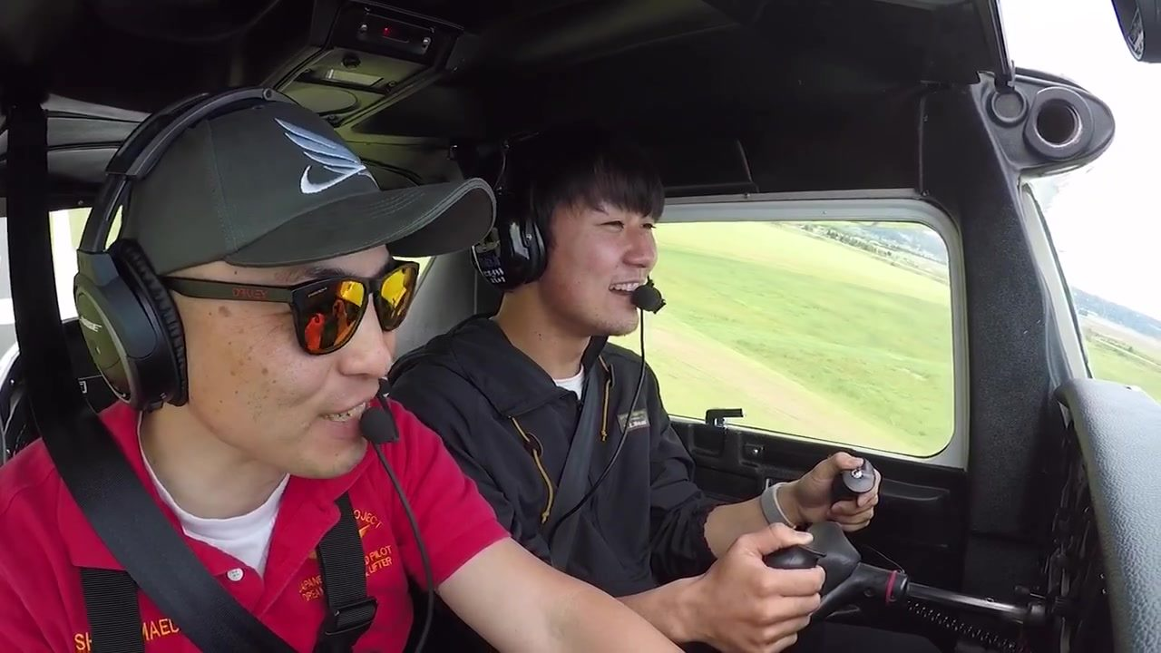 (Ken's flight)  It's really interesting to see reactions of people I take to discovery flight at their take-offs. Some people just scream with excitement while others just smile without saying anything.  AeroZypanguProject provides the moment that re
