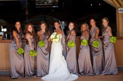 Bridesmaids-and-bouquets