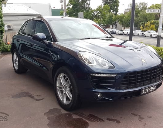 2016-porsche-macan-s-diesel-blue-iphone-