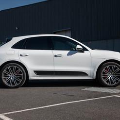 2016-macan-turbo-white-23.jpg