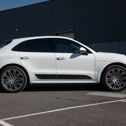 2016-macan-turbo-white-23.jpg
