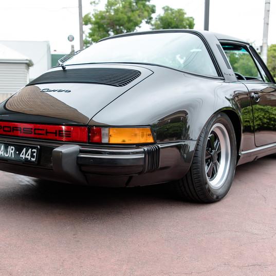 1986-porsche-911-targa-black-26.jpg