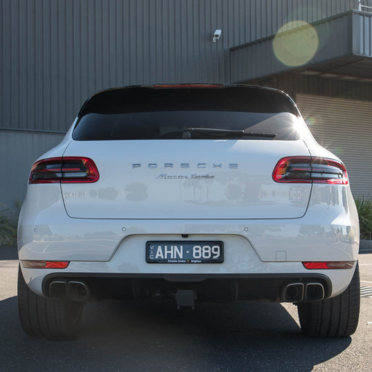 2016-macan-turbo-white-19.jpg