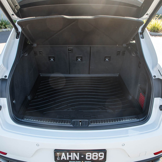 2016-macan-turbo-white-22.jpg