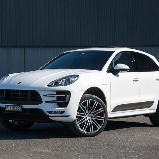 2016-macan-turbo-white-2.jpg