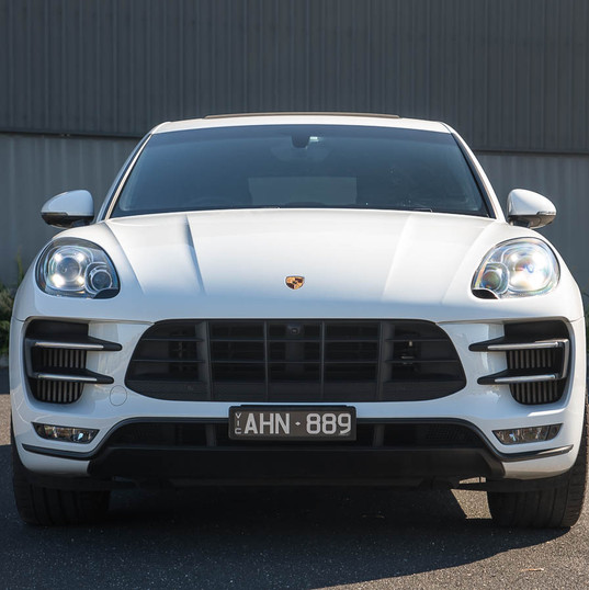 2016-macan-turbo-white-5.jpg