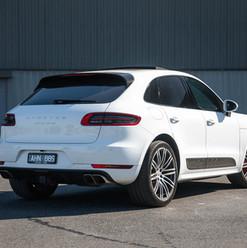 2016-macan-turbo-white-18.jpg