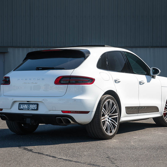 2016-macan-turbo-white-18.jpg