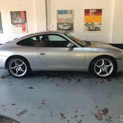 2001-porsche-911-carrera-996-iphone-13.j