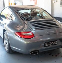 2010-porsche-911-carrera-997-2-grey-21.j