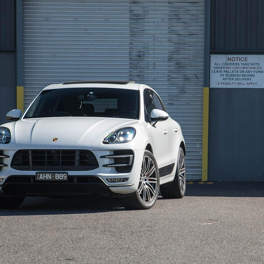 2016-macan-turbo-white-25.jpg