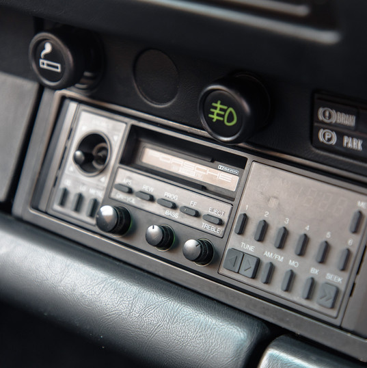 1986-porsche-911-targa-black-11.jpg