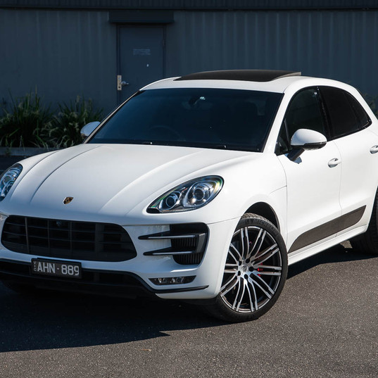 2016-macan-turbo-white-3.jpg