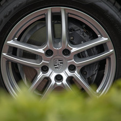 2015-cayenne-diesel-grey-34.jpg