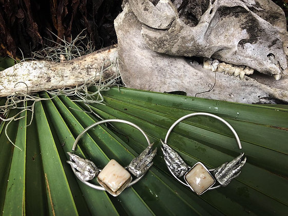 The Alligator and Palm Wood Weights