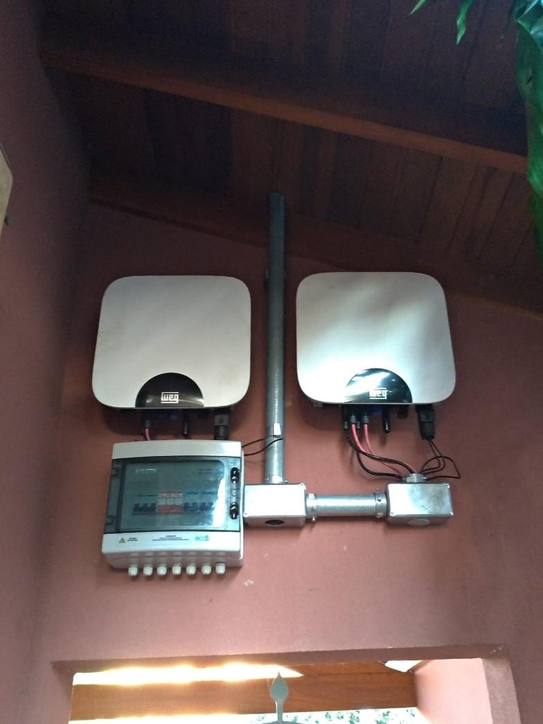 Inversores WEG de 5kWp instalado em uma residência.
