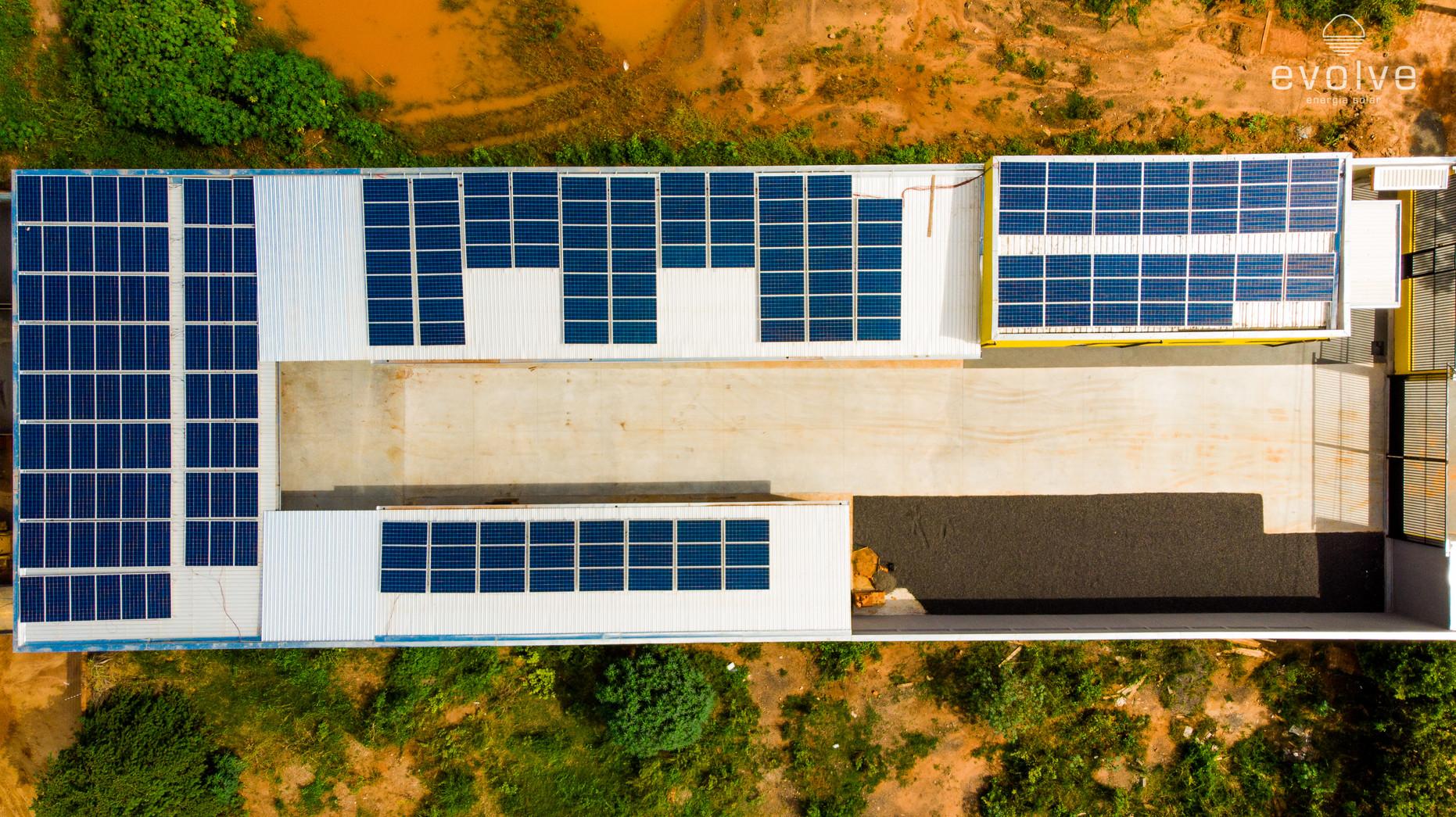 Sistema de 67,98kWp instalado em uma Madeireira.