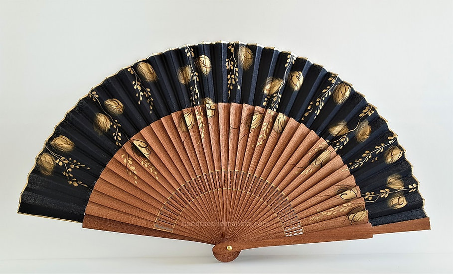 Handfächer mit AEA Bezeichnung. Handbemalt schwarz mit goldenen Farben